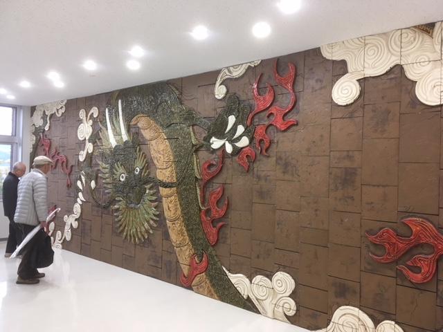 多治見市役所駅北庁舎4階の竜のタイル壁画